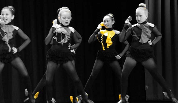 dancers yellow